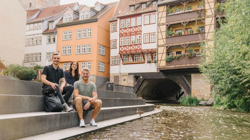 Studenten an der Erfurter Krämerbrücke